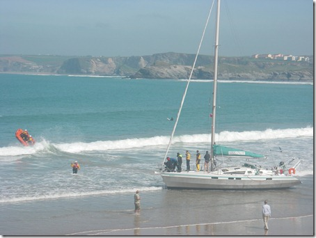 Newquay RNLI assists grounded sailing yacht