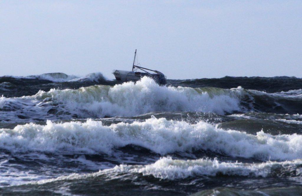 Kudzeviciaus regata Baltijos jura nelaime jachta Lietuva jachta Defiance jachta Esox